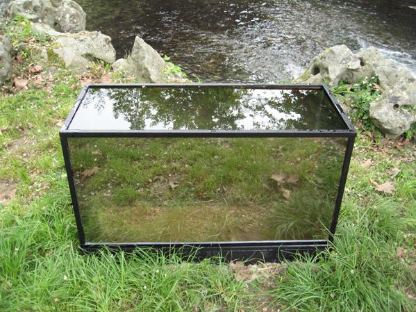 http://laurentledeunff.fr/files/gimgs/189_aquarium-avec-des-miroirs-sans-tain-pour-poisson-timide3.jpg
